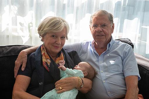 Léonie rencontre Mamie Nicole & Papy Jean-Pierre