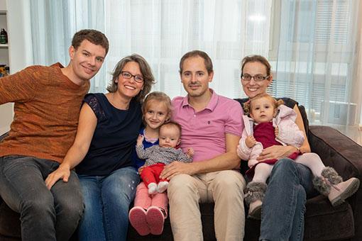 Léonie rencontre ses cousines Valentine et Albane – Photos de familles