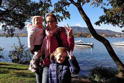 Léonie rencontre ses cousines Valentine et Albane – Balade à Zürich et à la ferme